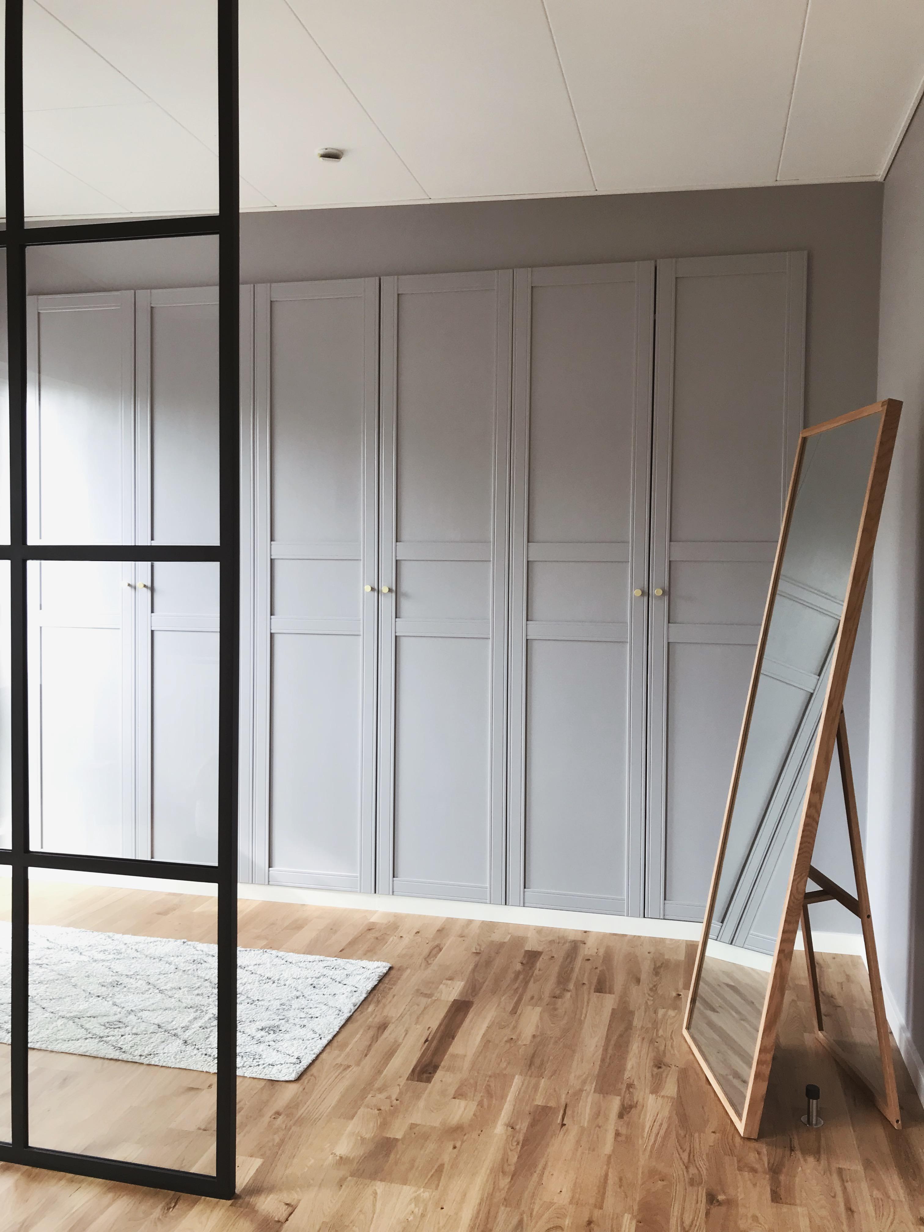 IKEA HACK: <strong>DIY guide</strong> til indbyggede garderobeskabe med PAX og Billy 25