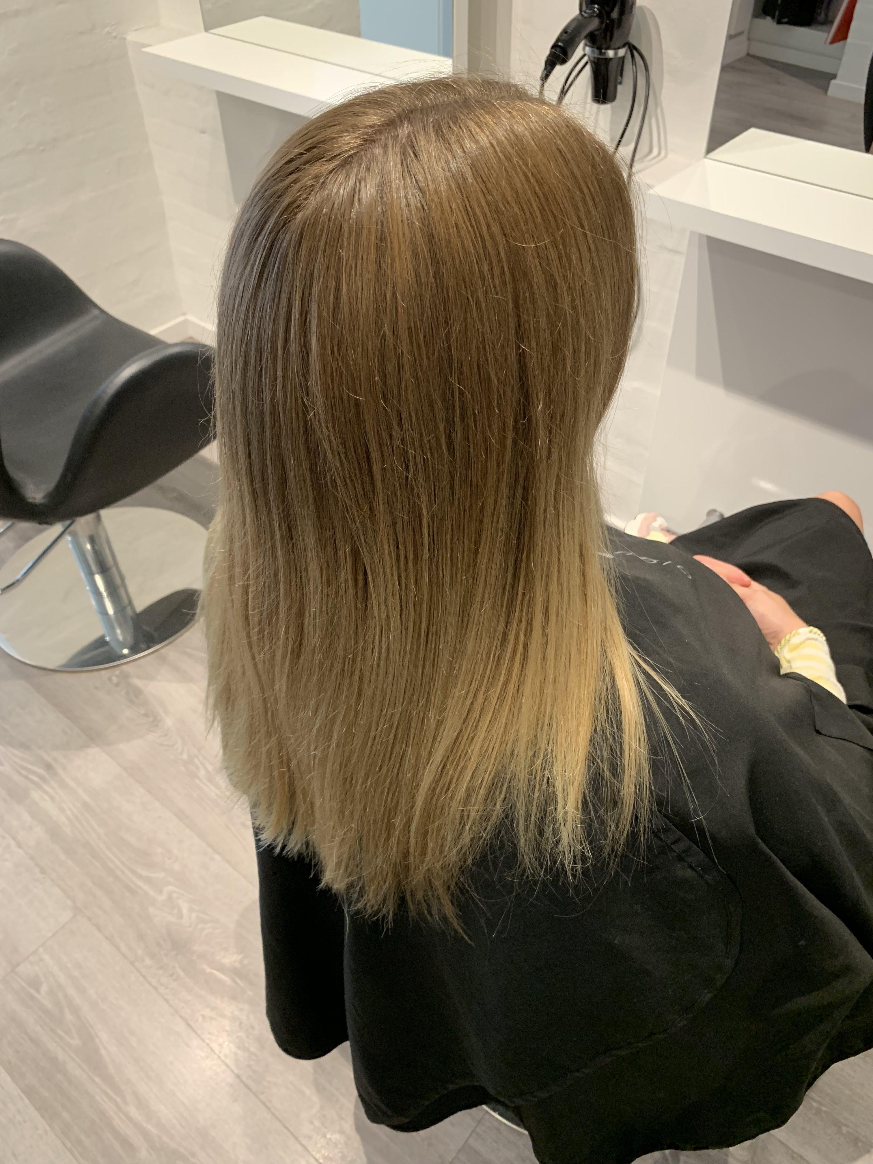 Frisør besøg hos AS Hair Studio: <strong>Balayage behandling</strong> for en naturlig hårfarve 3