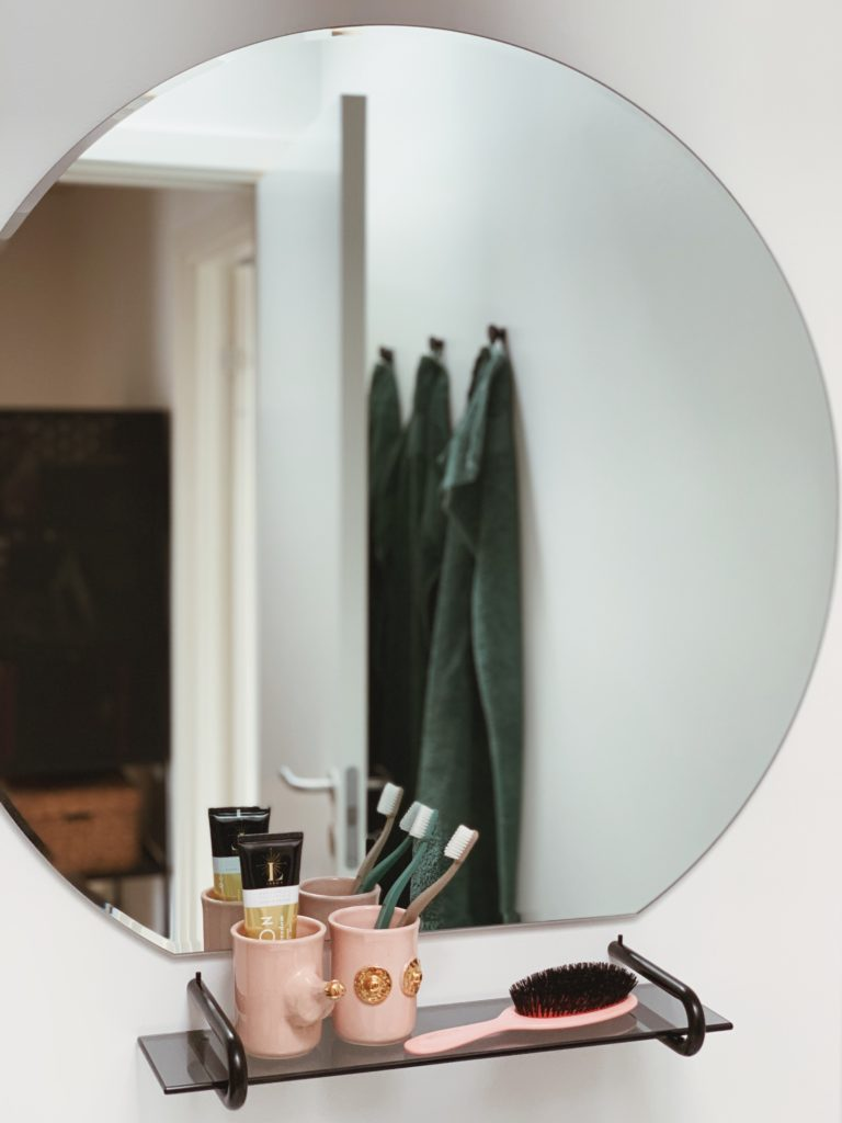 Vores badeværelse: Sorte detaljer med <strong>Knud Holscher</strong> serien 12