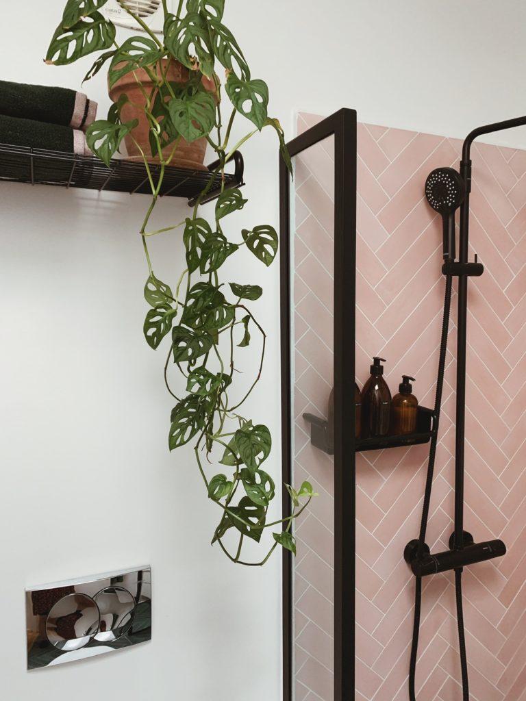 Vores badeværelse: Sorte detaljer med <strong>Knud Holscher</strong> serien 5