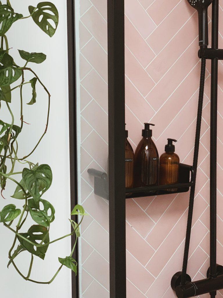 Vores badeværelse: Sorte detaljer med <strong>Knud Holscher</strong> serien 3