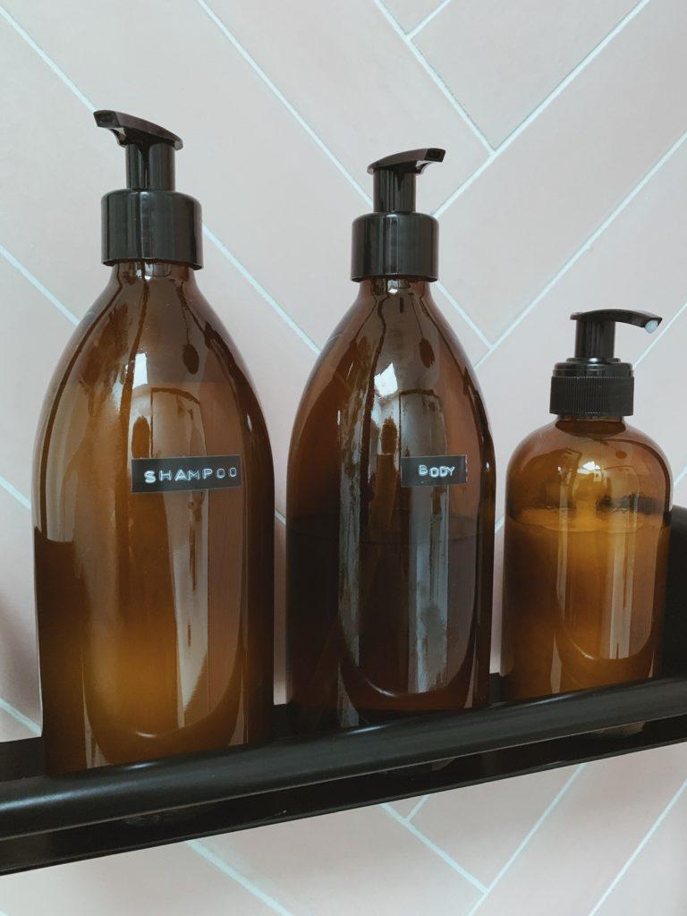 Vores badeværelse: Sorte detaljer med <strong>Knud Holscher</strong> serien 7