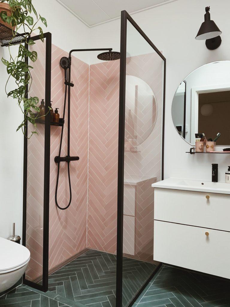 Vores badeværelse: Sorte detaljer med <strong>Knud Holscher</strong> serien 21