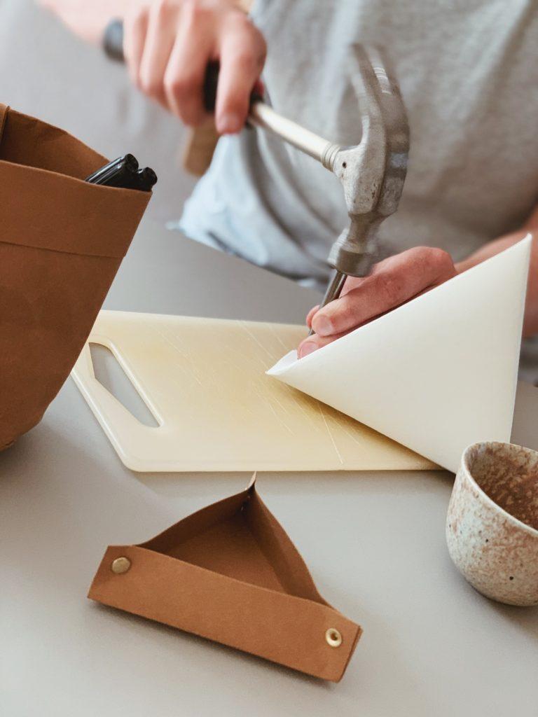 DIY: <strong>Kontor detaljer</strong> med læderpapir 7