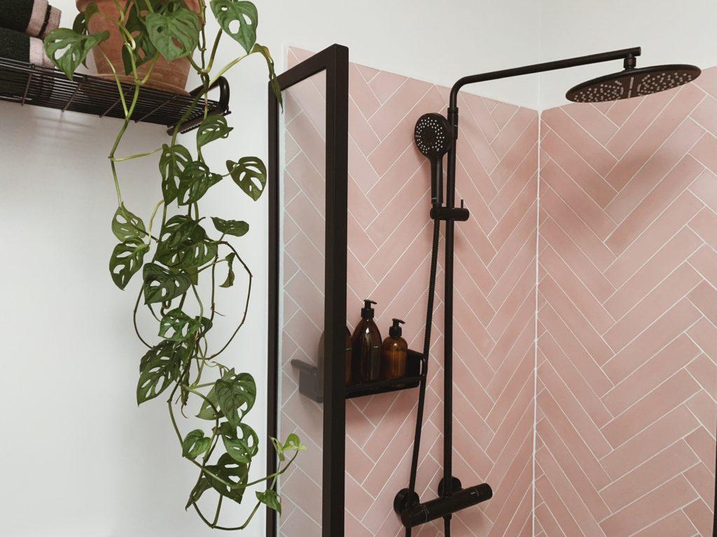 Vores badeværelse: Sorte detaljer med <strong>Knud Holscher</strong> serien 14