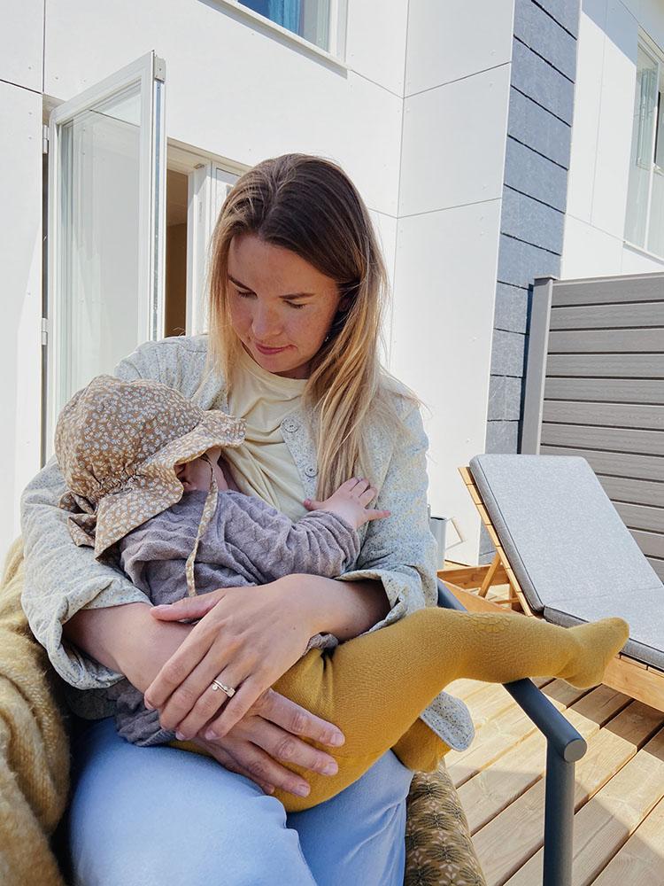 Baby <strong>10 måneder</strong>: Amning, måltider og døgnrytme 1