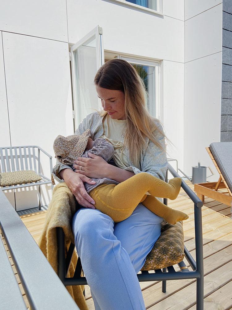 Baby <strong>10 måneder</strong>: Amning, måltider og døgnrytme 9