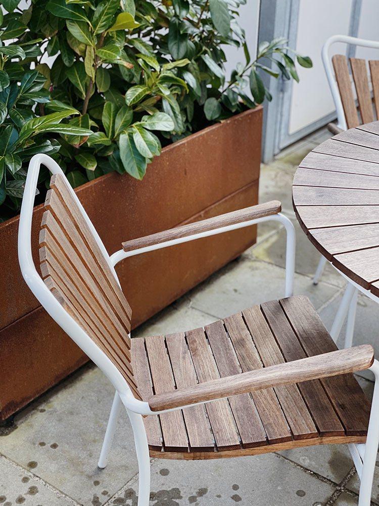 <strong>DIY Guide:</strong> Behandling af træterrasse og havemøbler 24