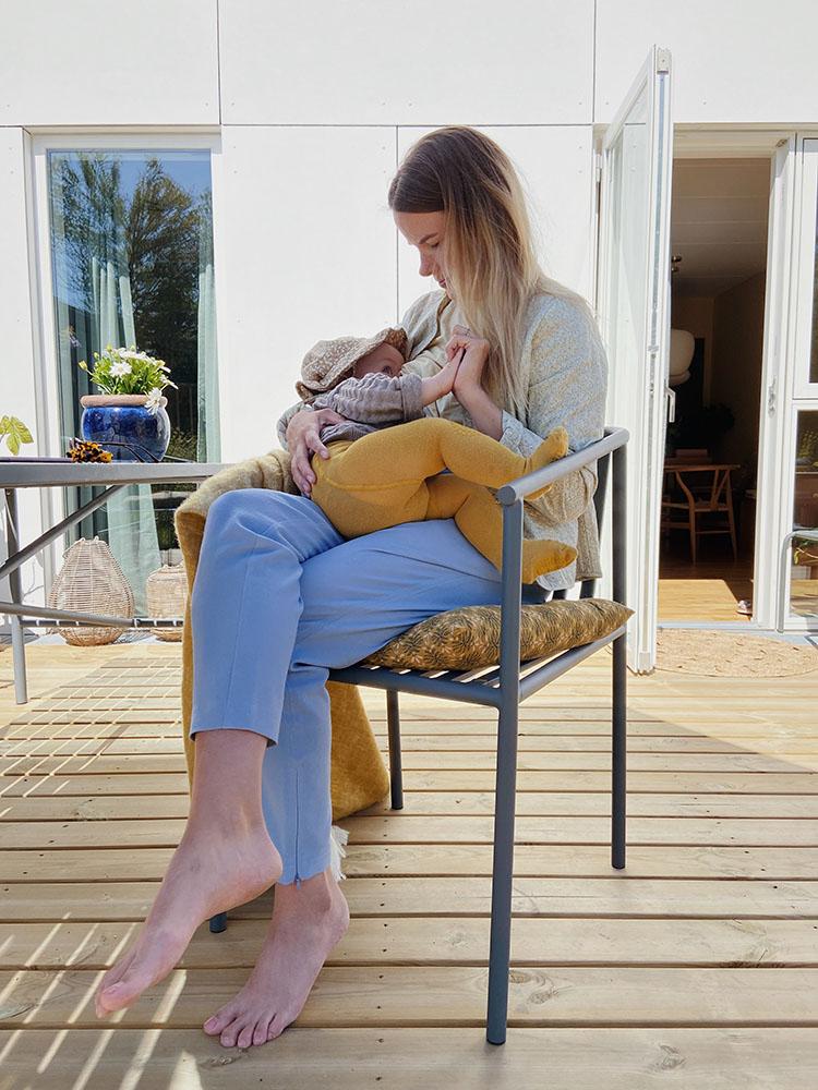 Baby <strong>10 måneder</strong>: Amning, måltider og døgnrytme 7