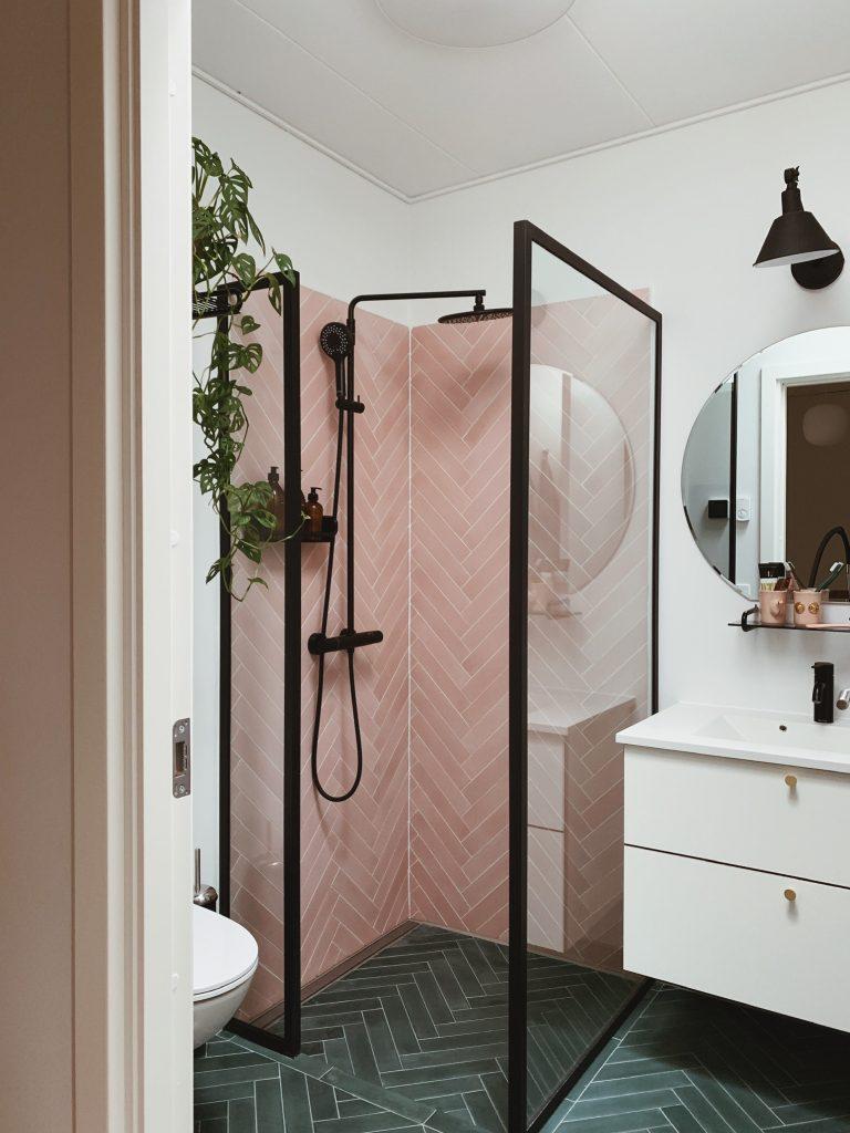 Vores badeværelse: Sorte detaljer med <strong>Knud Holscher</strong> serien 1