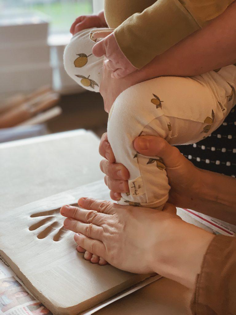 Ide til barsels- eller dåbsgave: <strong>Babyaftryk</strong> af fødder & hænder 9