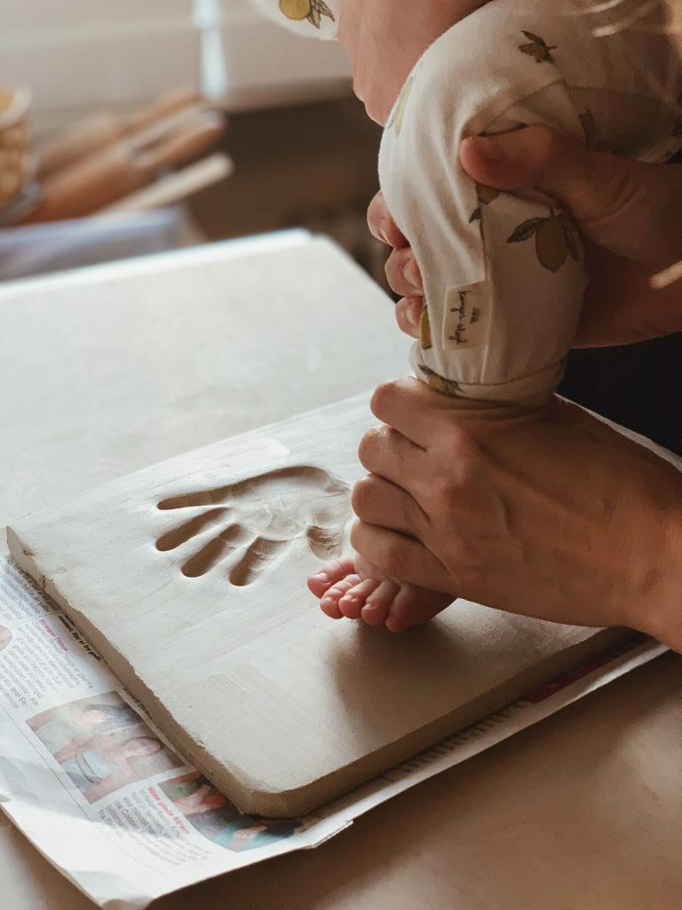 Ide til barsels- eller dåbsgave: <strong>Babyaftryk</strong> af fødder & hænder 7
