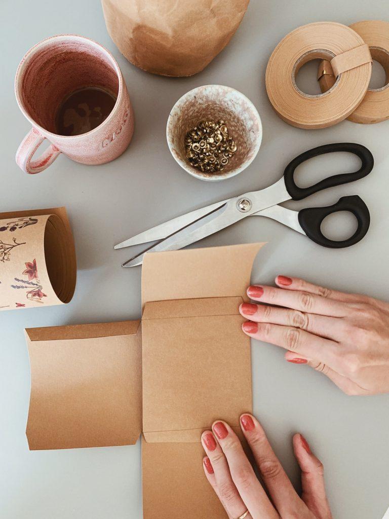 DIY: <strong>Kontor detaljer</strong> med læderpapir 3