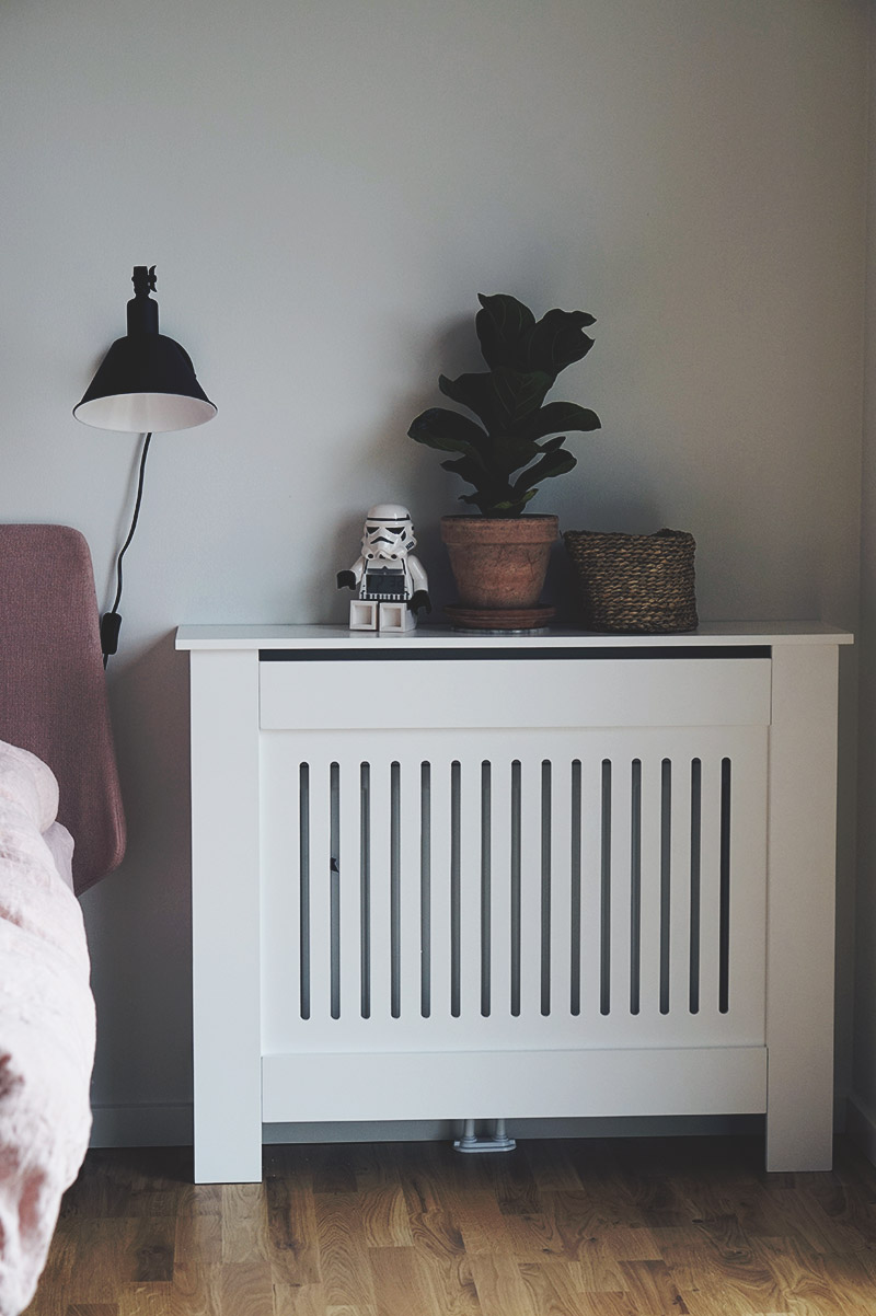 Soveværelse - Nu med <strong>sengebord, sengelamper og radiatorskjuler</strong> 1