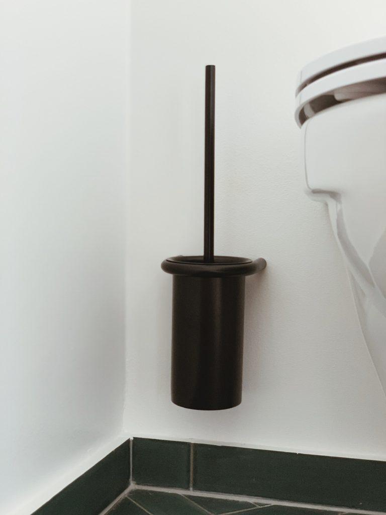 Vores badeværelse: Sorte detaljer med <strong>Knud Holscher</strong> serien 19